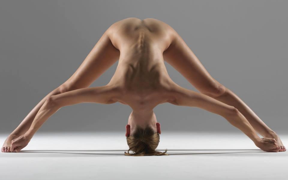 naked-yoga-3